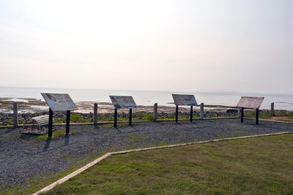 Point Prim Lighthouse / Phare de Point Prim
